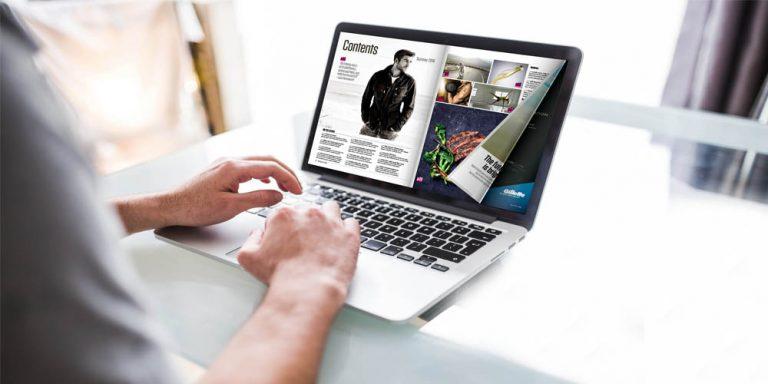Page Flipping sul laptop con un effetto di capovolgimento di pagina